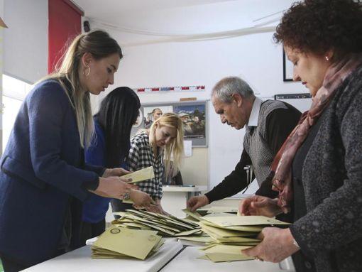 Die Wahlhelfer sind vorbereitet. (Symbolfoto) Foto: dpa