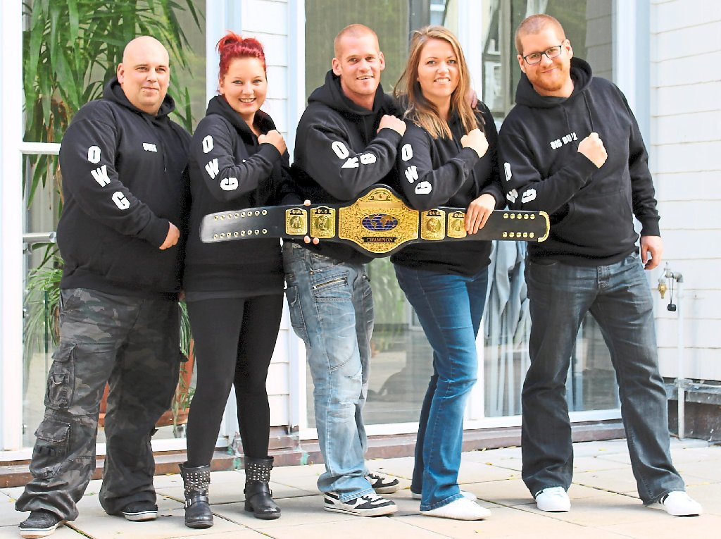 Das Team  von Outlaw Wrestling Germany freut sich auf die Veranstaltung in Bad Wildbad (von links): Sven Bauer, Rebecca Stephan, Daniel Gauss, Carina Gauss und Alexander Gauss. Foto: OWG