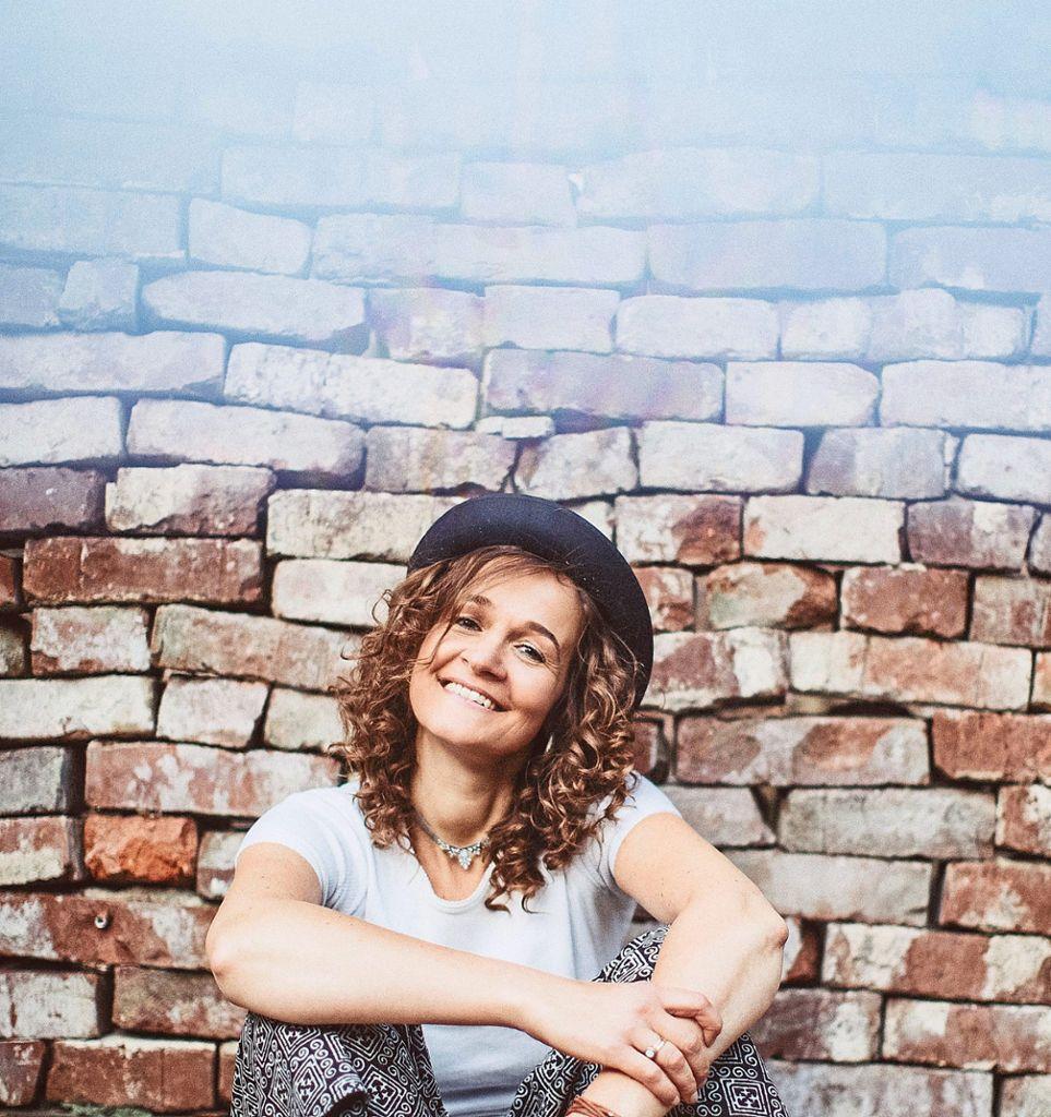 Valerie Lill ist Musikerin, Vocalcoach, Buchautorin und Komponistin. Foto: what a youful picture Foto: Schwarzwälder Bote