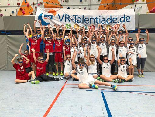 Hände hoch für die nächste Runde: Die Kinder des Handballbezirks Rastatt freuen sich auf den Bezirksentscheid in Baiersbronn.  Foto: Krebs Foto: Schwarzwälder Bote