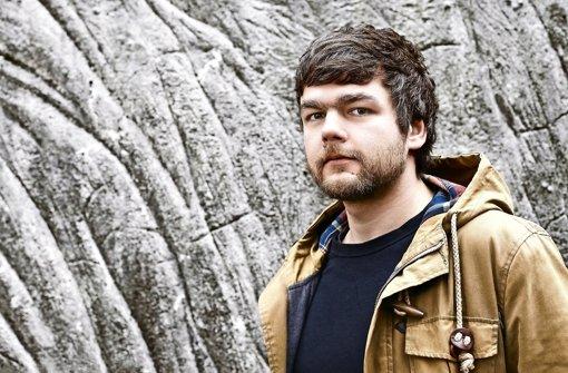 """Martin Kordic, 1983 in Celle geboren, überzeugt mit seinem Debütroman """"Wie ich mir das Glück vorstelle"""".  Foto: Yves Noir"""