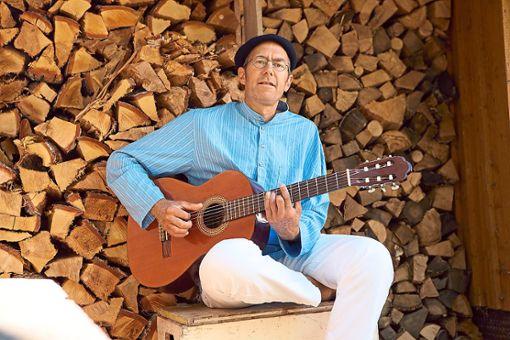 Der Sigmaringer Liedermacher Markus Mielert  gastiert am 21. Juni in der Schömberger Ölmühle mit seinem Programm Einfach leben.  Foto: Veranstalter Foto: Schwarzwälder Bote