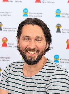 Spiele-Autor <b>Gerhard Junker</b> ist beim großen Spieletreff zu Gast in der ... - media.media.dbfedc10-de9a-4b7b-84bf-cbaa9dfb47ca.16x9_300
