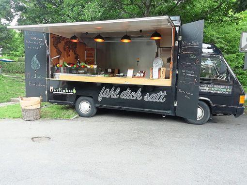 Aus dem Fahrzeug heraus verkauft Martin Kaiser seine Gerichte. Künftig möchte er das auch in St. Georgen tun.  Fotos: Kaiser Foto: Schwarzwälder Bote