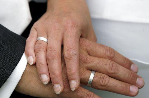 Franziska (29) und Nantwig (34) geben sich in der Sendung Vier Hochzeiten und eine Traumreise das Ja-Wort. (Symbolfoto) Foto: dpa-Zentralbild