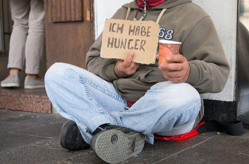 Ein Discounter-Mitarbeiter in VS-Schwenningen soll einen Bettler mit Wasser übergossen haben.  Foto: dpa