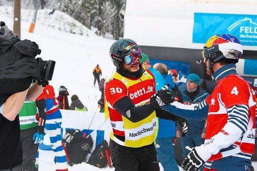 Sieger Pierre Vaultier (rechts) gratuliert Paul Berg. Foto: Hahne