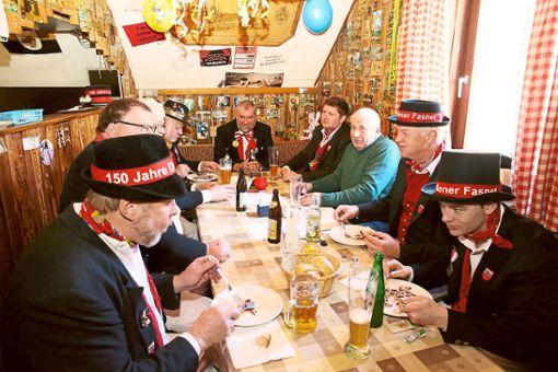 Zur alten Tradition der Dießener Fasnet gehört auch das Männerfrühstück, das am Fasnetsdienstag stattfand.  Foto: Wagner Foto: Schwarzwälder Bote