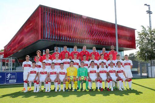 Die U 17 des VfB Stuttgart mit Lilian Egloff (Zweite Reihe, vierter von links).  Foto: Verein