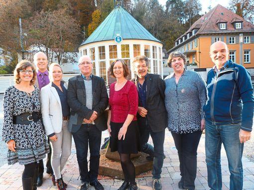 Iris Smetaczko (von links, Geschäftsstelle Kurhaus), Dietmar Fischer (Bürgermeister), Kerstin Weiß (Kurdirektorin), Georg Eisenlauer (Landesvorsitzender), Simone Ankele (Kneipp-Verein Tübingen), Bernhard Steinhart (Schatzmeister), Doris Fritz (Stellvertretende Landesvorsitzende), Lars Kochenburger (Kneipp-Verein Heilbronn).  Foto: Fuchs Foto: Schwarzwälder Bote