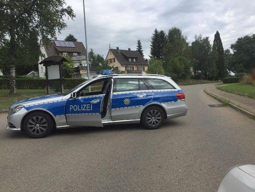Nach einem tödlichen Motorradunfall in Ostdorf war die Straße stundenlang gesperrt. Foto: Maier