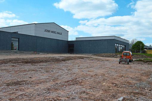 Der Gemeinderat hat weitere Gewerke für den Bau der Dreifeld-Sporthalle vergeben.  Foto: Herzog Foto: Schwarzwälder Bote