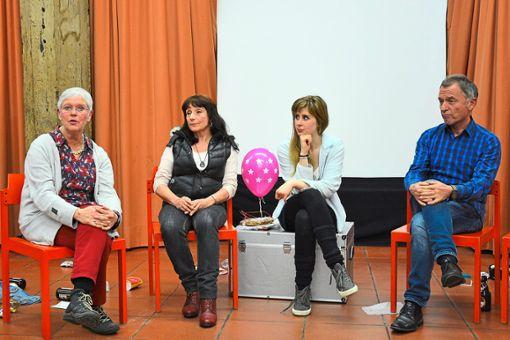 Susanne Henning (von links), Dorothee Jakubowski, Elisabeth Kaiser und  Walter Kocheise bei der Diskussion zum Theaterstück Koma  Foto: Theaterwelten Foto: Schwarzwälder Bote