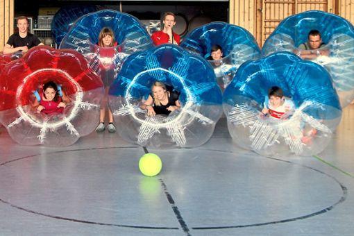 Bubble Soccer ist eine Trendsportart aus Skandinavien.  Foto: Gemeinde Foto: Schwarzwälder Bote