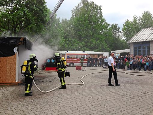 Die Feuerwehr zeigte bei der Schauübung einen perfekten gelungen Einsatz.  Foto: Appel Foto: Schwarzwälder Bote