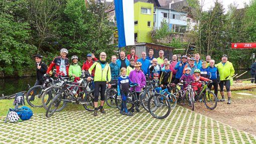 Froh gelaunt kamen die Teilnehmer der drei Touren zur Eröffnung der Radsaison am Ziel in Leinstetten an.   Foto: Vollmer Foto: Schwarzwälder Bote