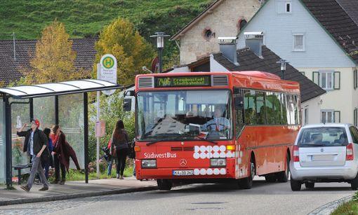 Wohin mit dem Busverkehr? Wenn der zweite Straßenabschnitt bei Rexingen saniert wird, muss eine passende Umleitung her. Über die Anliegerstraße Unterer Augstbaum sollen sie nicht fahren, da ist man sich im Ortschafsrat einig. Foto: Hopp