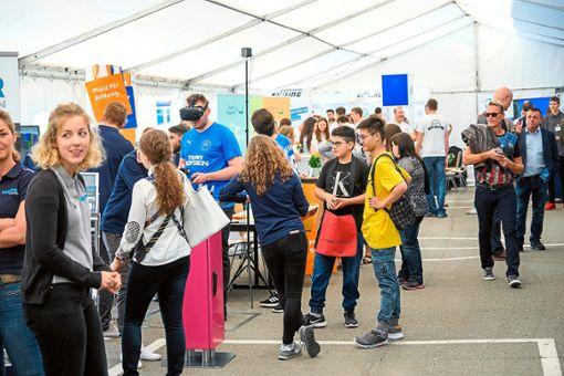 Zahlreiche junge  Menschen und    deren Eltern begaben sich am Samstag  bei Top Job auf Info-Tour. Foto: Fritsch