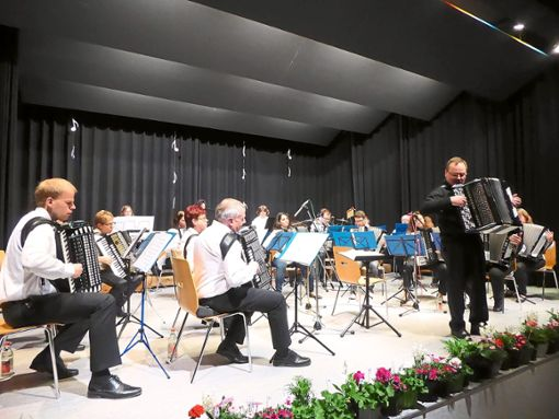 Das Akkordeon-Orchester gab am Sonntag ein furioses Konzert.  Foto: Dorn Foto: Schwarzwälder Bote