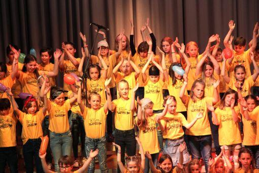 Mit ihrem Konzert in der Hohenzollernhalle haben die Schulspatzen 480 Euro für den Bangladesch-Förderverein gesammelt.  Fotos: Wahl Foto: Schwarzwälder Bote