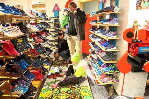 Schuhe kaufen mit Kindern ist nicht immer einfach – doch beim Schuh- und Sporthaus Rapp in Triberg kein Problem. Foto: Schwarzwälder Bote