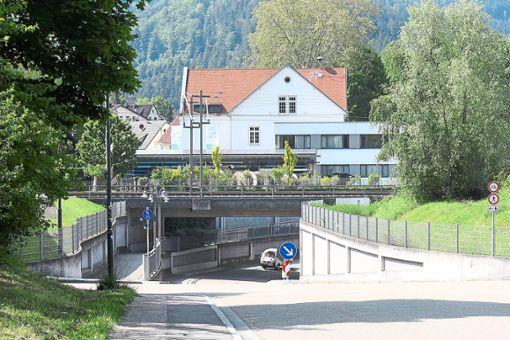 Mit der Unterführung im Mühlegrün besteht  eine Möglichkeit zur Anbindung und Einfahrt nach Haslach.   Foto: Störr Foto: Schwarzwälder Bote