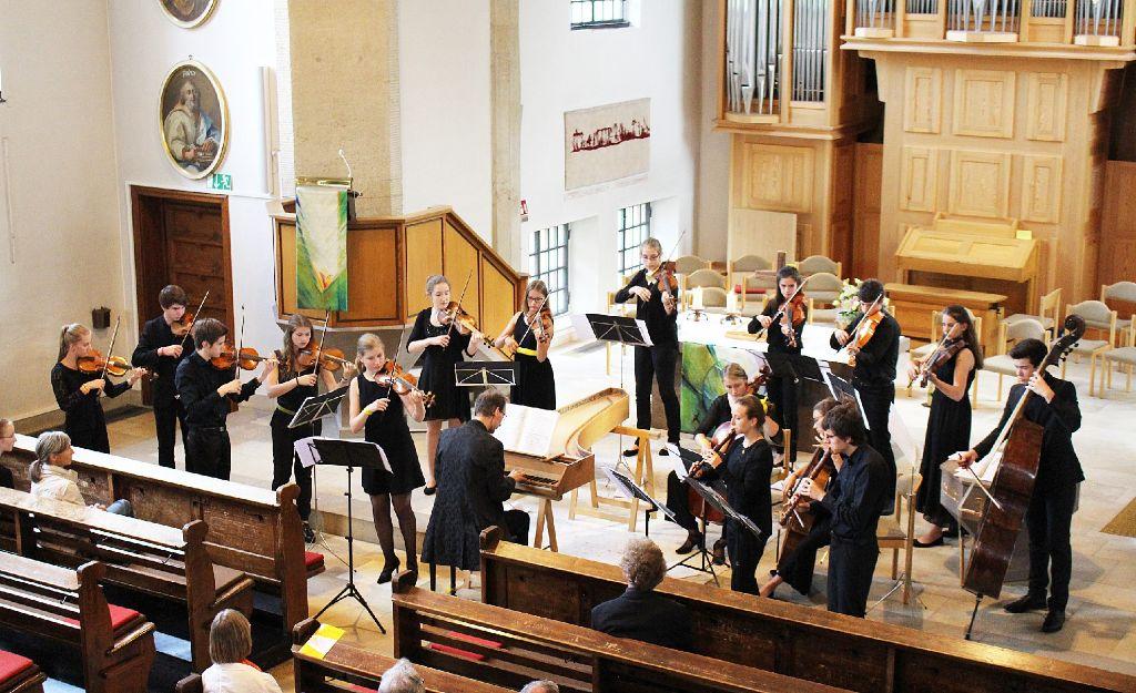 Das Landesjugendbarockorchester aus Freiburg musizierte am Samstagabend in der Bitzer Nikolauskirche. Foto: Bender Foto: Schwarzwälder-Bote