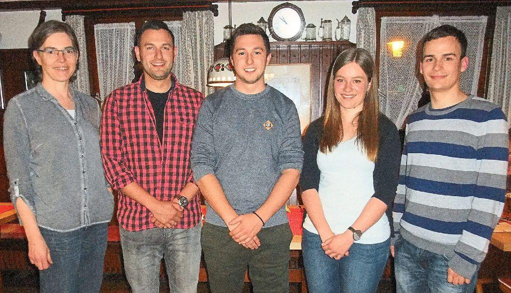 Evi Brucker (von links) mit den neuen Amtsträgern Sebastian Harbig, Mike Broghammer, Dorin Haas und Philipp Zehnder. Foto: Borho Foto: Schwarzwälder-Bote