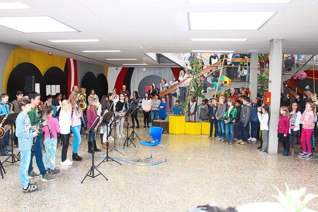 Viele Eltern waren gekommen, um mit ihren Kindern gemeinsam die möglichen neuen Klassenzimmer anzuschauen und das Angebot des GaD kennen zu lernen.  Foto: Pohl Foto: Schwarzwälder Bote