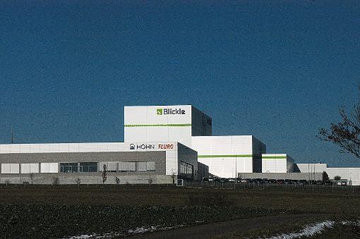 Die Skyline von Rosenfeld mit den markanten Firmengebäuden. Die Martin Höhn GmbH will neben ihrer Halle Fotovoltaikanlagen errichten.  Foto: Hertle Foto: Schwarzwälder-Bote