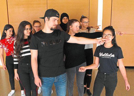Die Gymnasiasten studieren Peter Pan ein.  Foto: GaD Foto: Schwarzwälder Bote
