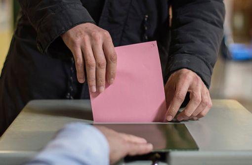 Nach der Stimmabgabe beginnt die Arbeit des Auszählens.  Foto: Kastl Foto: Schwarzwälder Bote