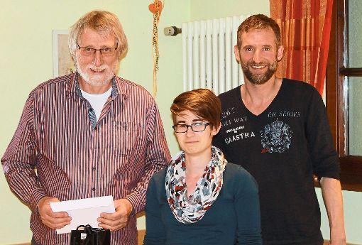 Horst Koller (links) wurde von den Vorständen Juliane Hauer und Carsten Boser verabschiedet.   Foto: Störr