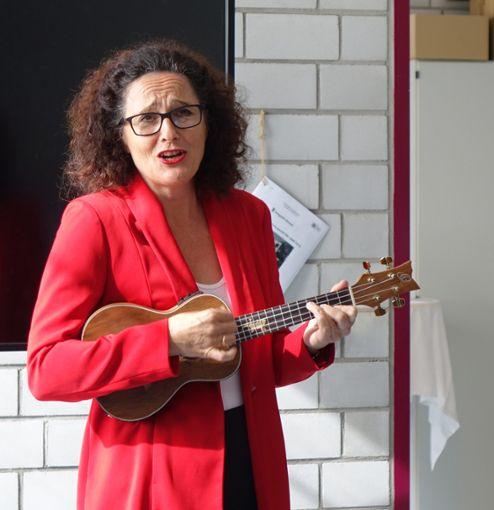 Anette Heiter umrahmt die Feierstunde musikalisch. Foto: Schwarzwälder Bote