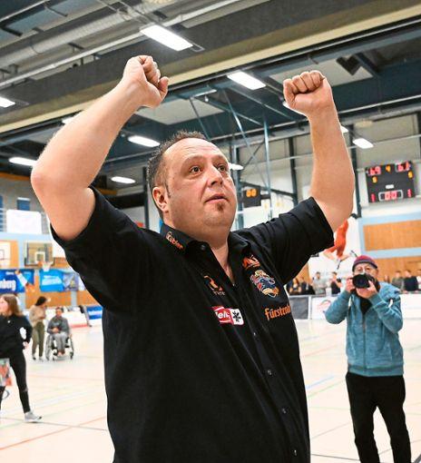 Coach Alen Velcic freut sich riesig.  Foto: Kienzler