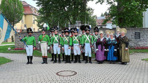 Das Grenadiercorps 1810  und die Trachtendamen aus Villingen beeindrucken in Ludwigsburg.   Foto: Rothfuß Foto: Schwarzwälder Bote