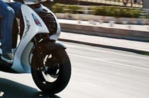 Nicht nur, dass der Rollerfahrer keinen Führerschein beitzt, der Roller war zudem auch nicht versichert. (Symbolbild) Foto: dpa