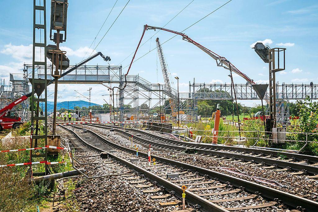 10'500 Kubikmeter Beton in Tunnel unter Rheintalbahn gepumpt