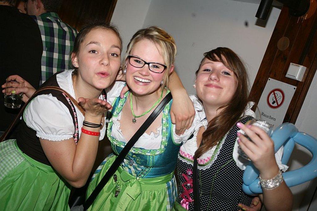 70efd99738dc11 Schramberg: Dirndl-Party in Tennenbronn - Schramberg - Schwarzwälder ...