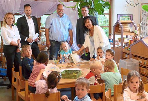 Der Umgang mit Tablet-Computern  hält im Kindergarten Wächtersberg Einzug. Die Kinder zeigen Besuchern die Anwendungsmöglichkeiten im Kindergarten-Alltag.  Foto: Stadler Foto: Schwarzwälder Bote