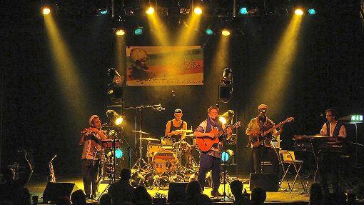 Unojah sind: Bilal Heidelberger (Saxophon/Bansoori), Manu Legov (Drums), Chaldun Schrade (Gitarre/Gesang), Suleyman Ter Haar (Bass/Gesang) und Riccardo Belvedere (Keys/Gesang).  Foto: Band Foto: Schwarzwälder-Bote