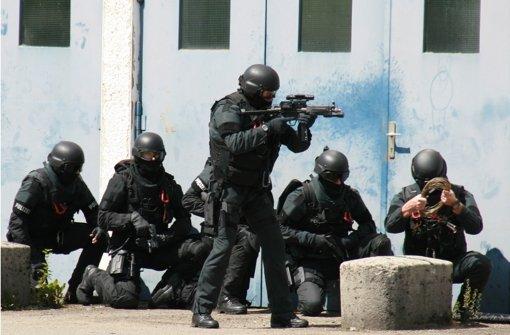 Beamte eines Spezialeinsatzkommandos der Polizei in Köln sollen einen jungen Kollegen schickaniert haben. (Symbolfoto) Foto: dpa