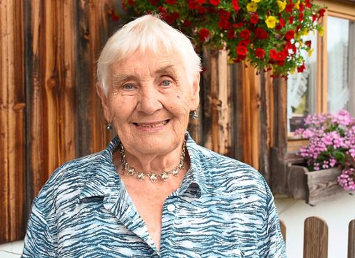 An ihrem 80. Geburtstag kann Lioba Saier aus Schonach auf ein arbeitsreiches Leben auf dem Kolbenbaptistenhof zurückblicken. Trotz vieler Widrigkeiten hat sie sich ihre Schlagfertigkeit und den Humor bewahrt.  Foto: Bolkart Foto: Schwarzwälder Bote