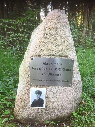 Gedenkstein mit neuer Tafel und Bild  Foto: Moosmann Foto: Schwarzwälder Bote