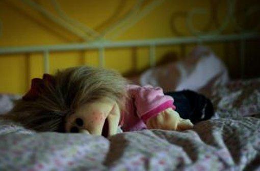 Die Mutter und deren Lebensgefährte sollen den Jungen gemeinsam sexuell misshandelt sowie anderen Männern gegen Geld für Vergewaltigungen zur Verfügung gestellt haben. Foto: dpa