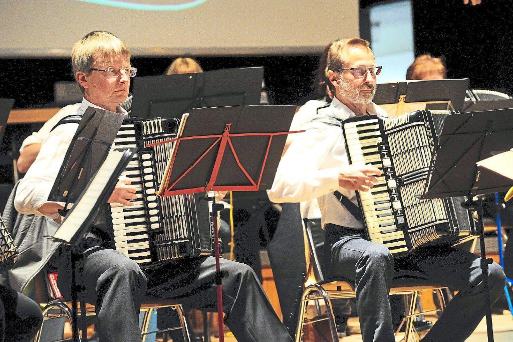Mehrere Zugaben mussten die Musiker spielen.  Foto: Finkbeiner Foto: Schwarzwälder-Bote