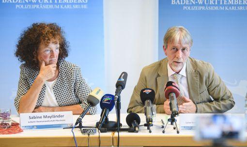 Sabine Mayländer und Uwe Carl informieren bei einer Pressekonferenz über den neuesten Stand. Foto: dpa