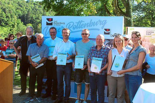 Der mittlerweile zehnte Premiumwanderweg im Kreis Tübingen, die Sieben-Täler-Runde, wurde feierlich von Rottenburgs Oberbürgermeister Stephan Neher und Tübingens Landrat Joachim Walter eingeweiht und der Öffentlichkeit übergeben.  Foto: Baum Foto: Schwarzwälder Bote
