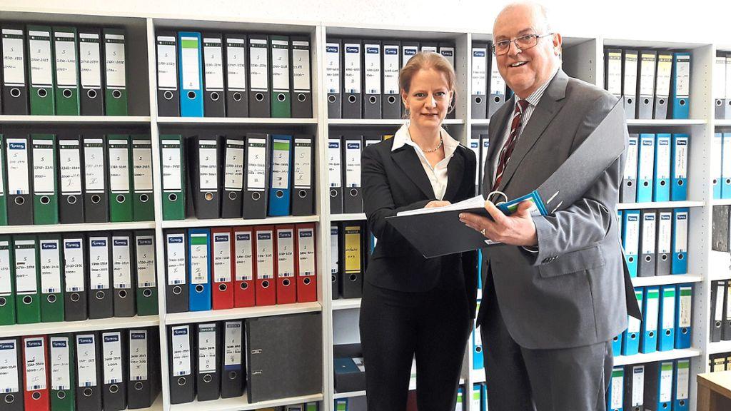 Leiten Das Vs Finanzamt Vorsteher Karl Heinz Huy Und Stellvertreterin Melanie Kann Fotos Trippel Schwarzwalder Bote