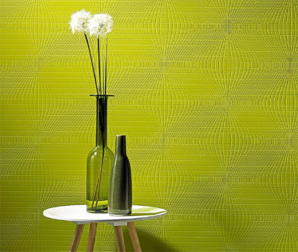 auch pomp s darf es an der wand mal sein wie bei dieser tapete von designer harald gl ckler. Black Bedroom Furniture Sets. Home Design Ideas